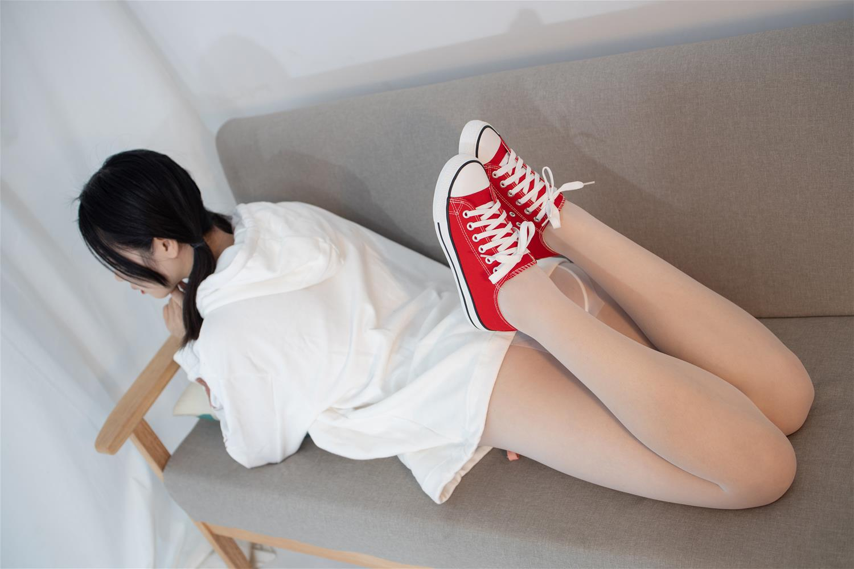 森萝财团 JKFUN-041 红色帆布鞋定制 13D白丝 小夜(50P)
