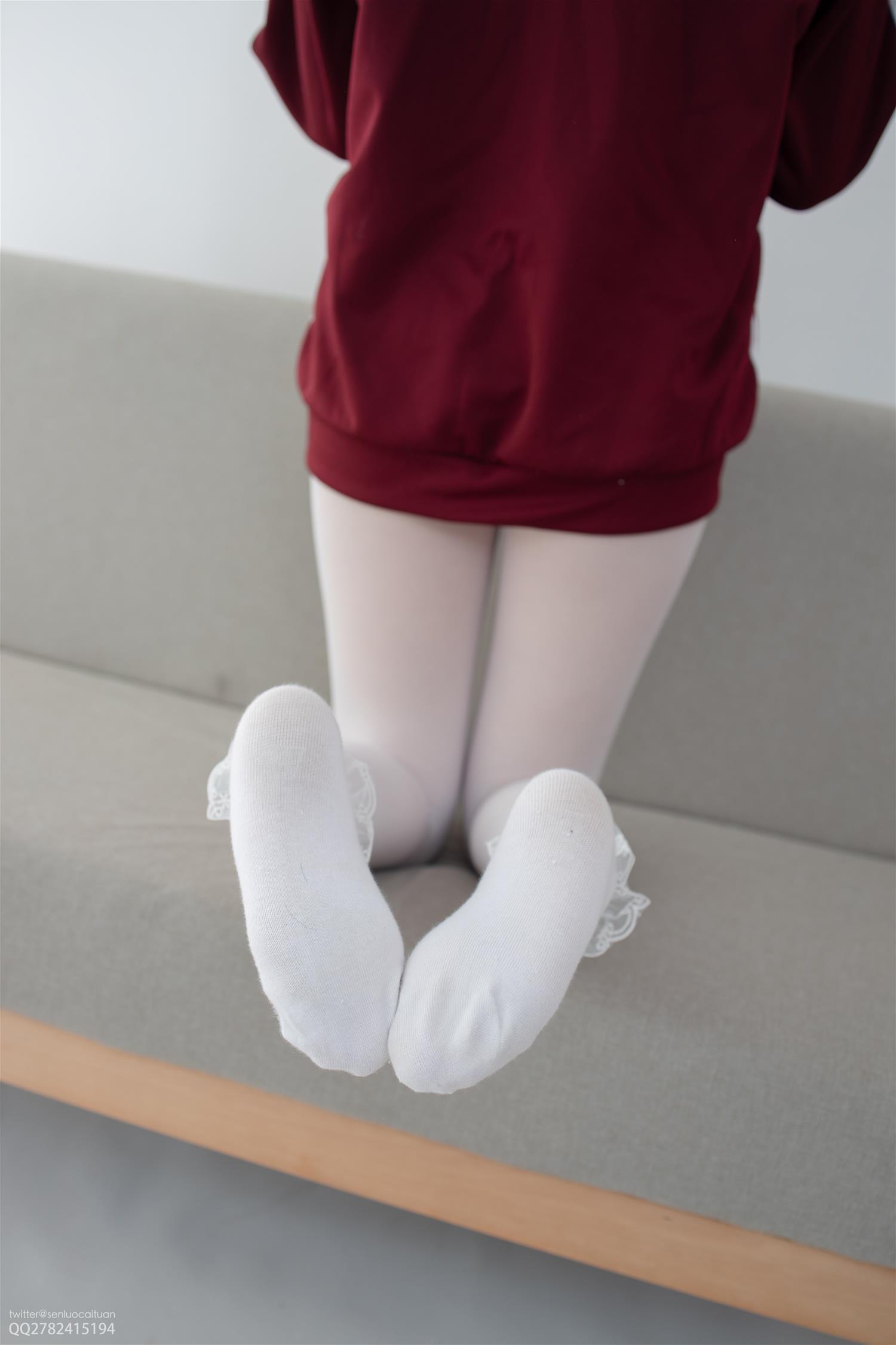 森萝财团 JKFUN-052 Aika 白丝套蕾丝花边短袜(40P)