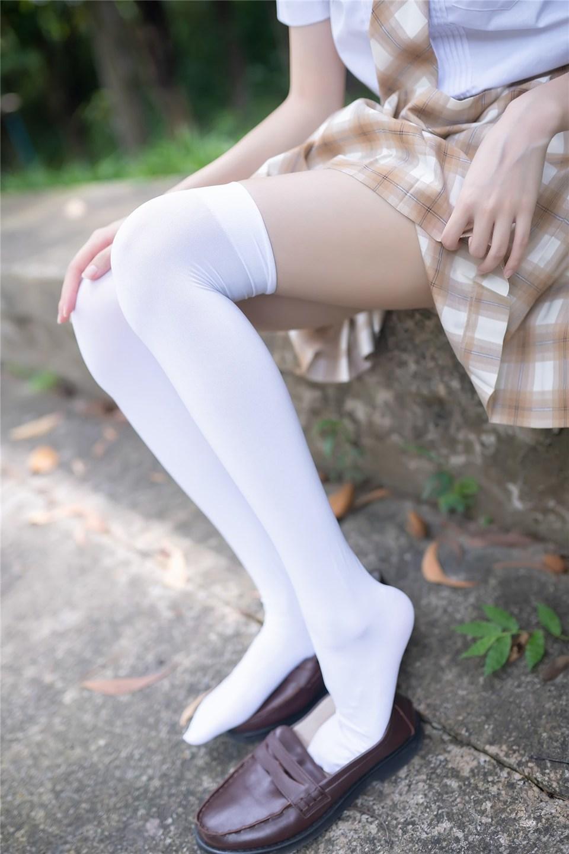 少女写真@树荫里的小细腿 [40P]